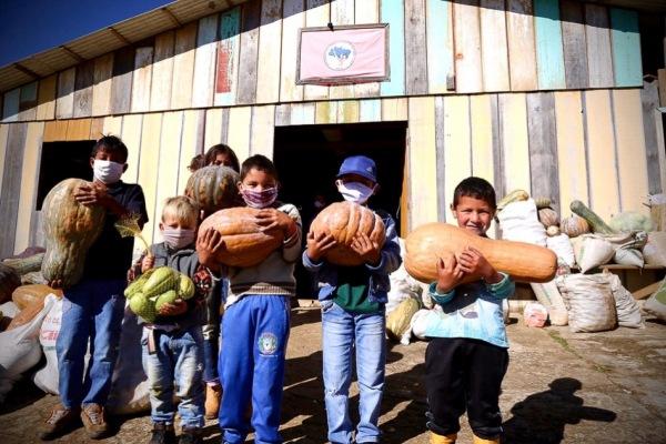 08 Br MST organiza doação de 50 toneladas de alimentos no interior do Paraná Foto Wellington Lenon MST 9