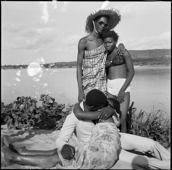 Malick Sidibé Mali Les Retrouvailles au bord du fleuve Niger 1974 3
