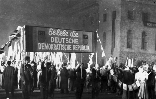 3 Fackelzug zur Gründung der DDR
