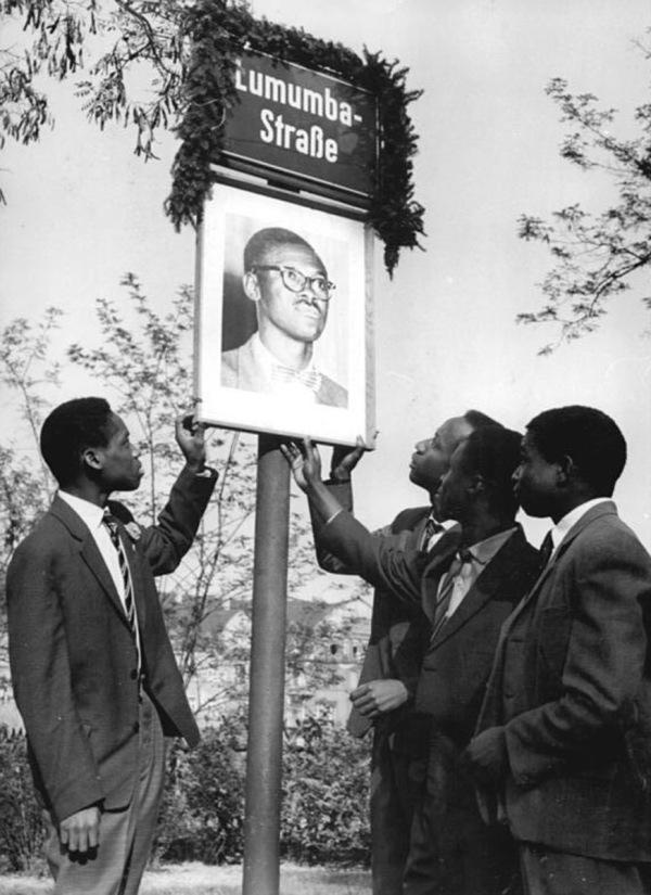 48 Herder Institut Strasenschild Lumumbastrase