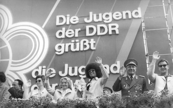 54 10 Weltfestspiel Demonstration Ehrentribüne